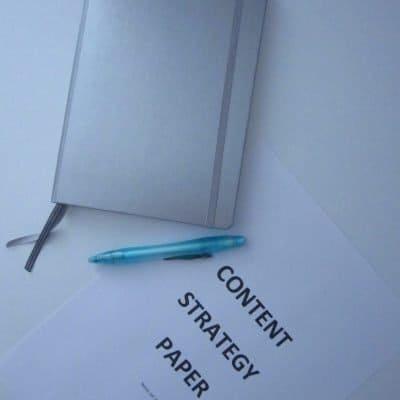 Notizbuch und Content Strategy Paper